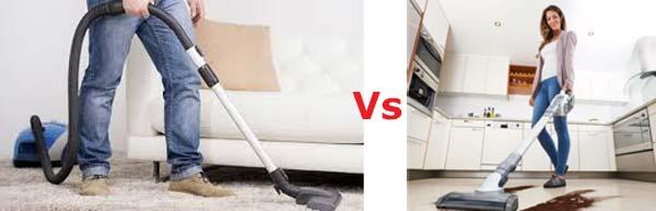 fare-le-pulizie-di-casa-con-aspirapolvere-portatile-o-scopa-elettrica