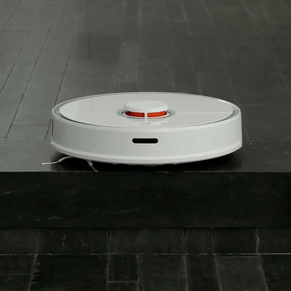 Limiti di un robot aspirapolvere. Non supera gli ostacoli come i gradini delle scale