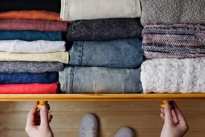 casa ordinata e pulita riporre i vestiti
