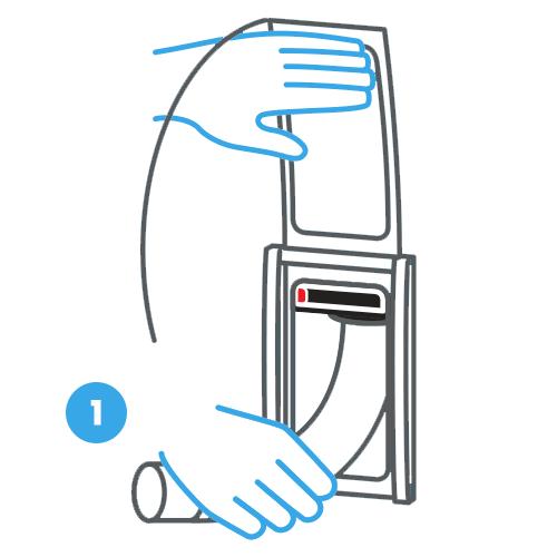 1. Apri il coperchio della presa aspirante Retraflex