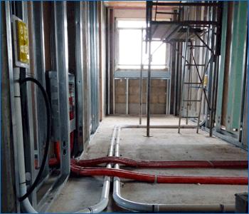 Cantiere con installazione bocchetta Retraflex e tubo bianco diametro 51